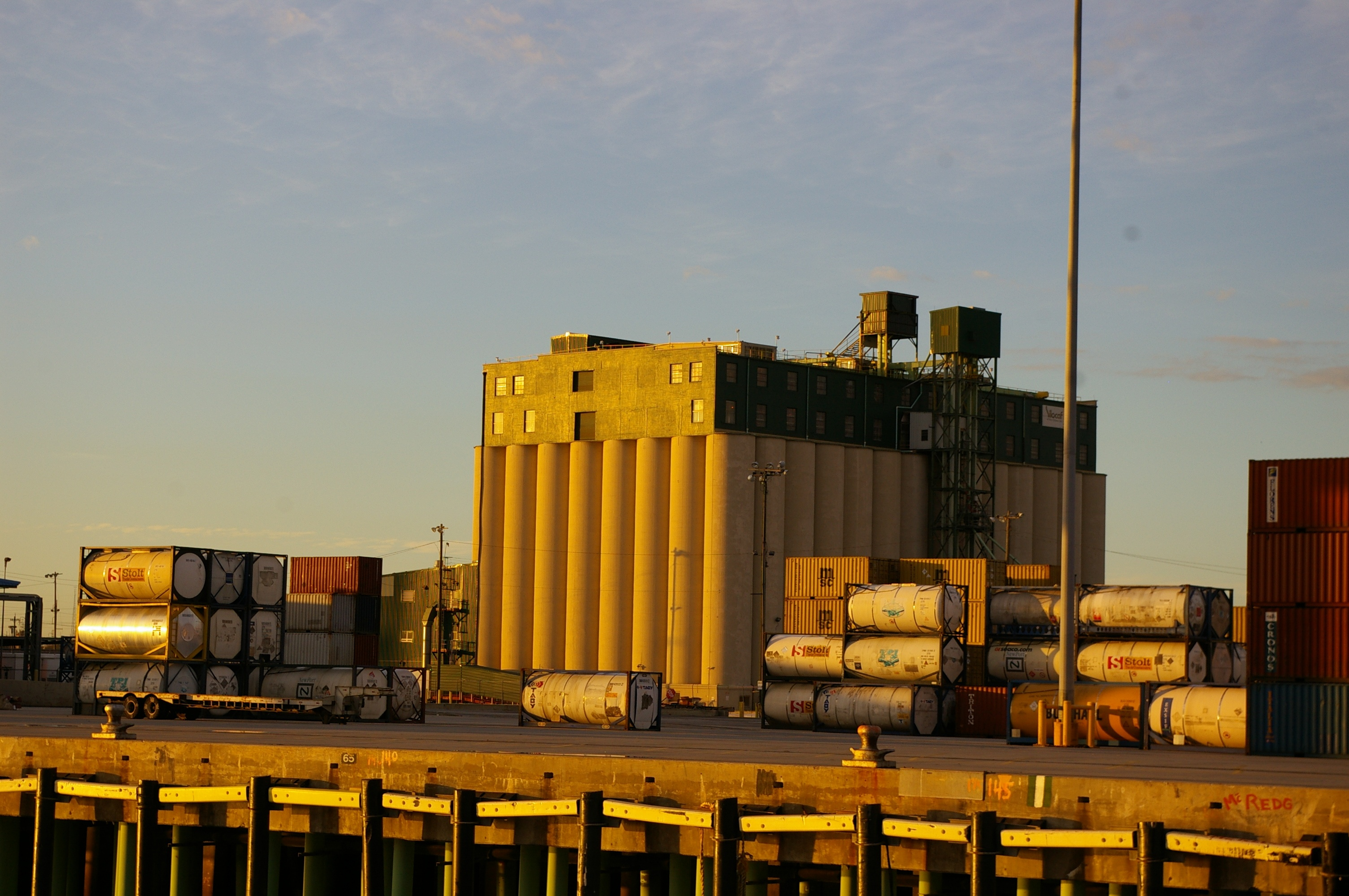 Grain_elevator_Port_of_New_Orleans